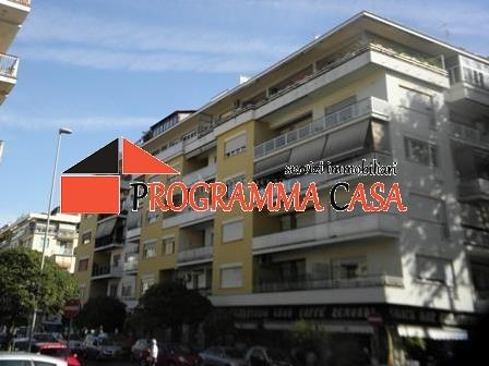 Bilocale appartamento trilocale villa mare appartamento for Appartamento affitto aprilia arredato
